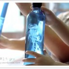 Jellyfish In A Bottle ~ Such a cheap and easy project the kids will love!